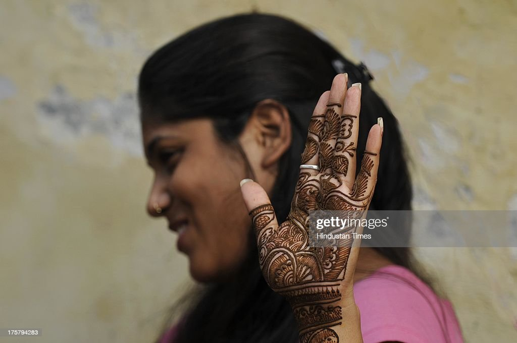 Best Shop Eid Al-Fitr Decorations - girl-showing-her-hands-decorated-with-henna-ahead-of-eidulfitr-on-8-picture-id175794283  2018_24763 .com/photos/girl-showing-her-hands-decorated-with-henna-ahead-of-eidulfitr-on-8-picture-id175794283