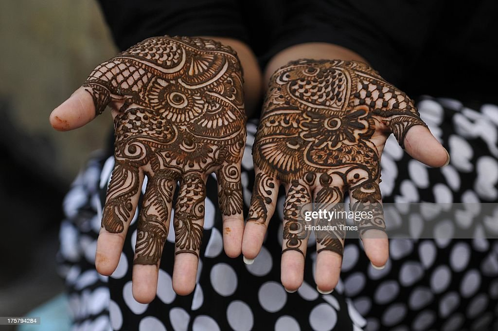 Download Canada Eid Al-Fitr Decorations - girl-showing-her-hands-decorated-with-henna-ahead-of-eidulfitr-on-8-picture-id175794284  HD_764431 .com/photos/girl-showing-her-hands-decorated-with-henna-ahead-of-eidulfitr-on-8-picture-id175794284