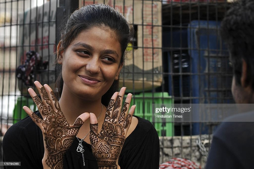 Download Shop Eid Al-Fitr Decorations - girl-showing-her-hands-decorated-with-henna-ahead-of-eidulfitr-on-8-picture-id175794285  Pic_74364 .com/photos/girl-showing-her-hands-decorated-with-henna-ahead-of-eidulfitr-on-8-picture-id175794285