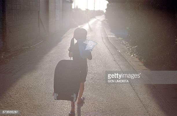 girl silhouette - 夏休み ストックフォトと画像