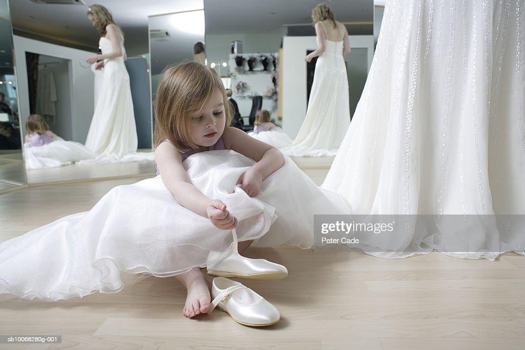 Images of girls without wearing dress shoes