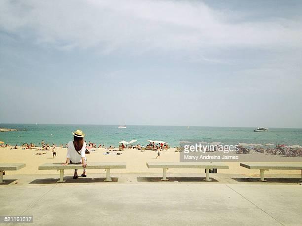 girl sitting in front of the beach - la barceloneta stock-fotos und bilder