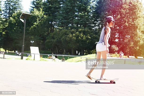 girl skateboarding - yusuke nishizawa stock pictures, royalty-free photos & images