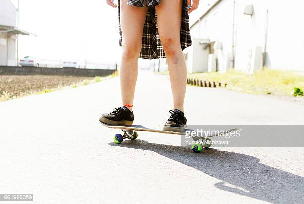 girl skater to stand still - yusuke nishizawa stock pictures, royalty-free photos & images