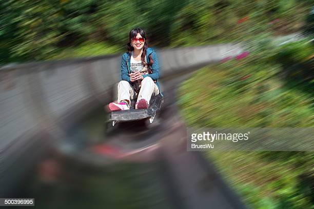 girl sliding down on luge from top of greatwall - luge - fotografias e filmes do acervo
