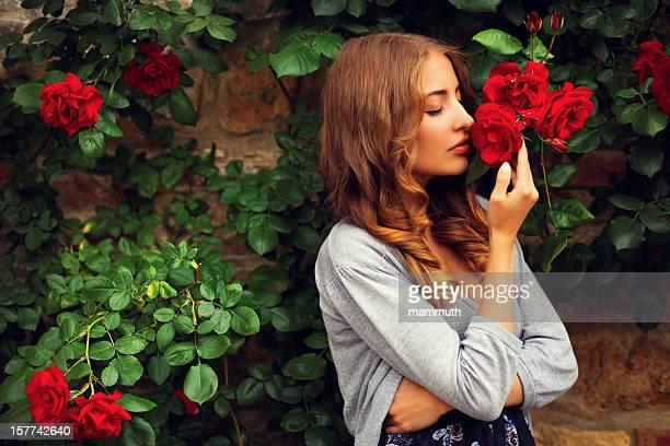 Fille odeur de roses
