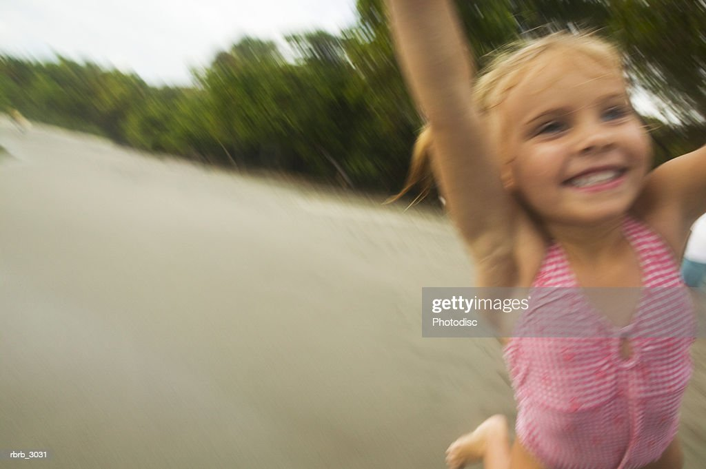 Girl smiling at the beach : Stockfoto
