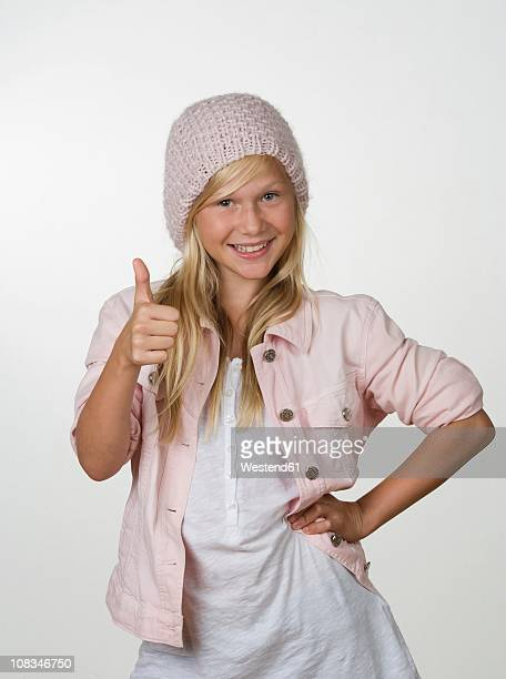 girl (12-13 years) smiling, portrait - 12 13 years stock-fotos und bilder