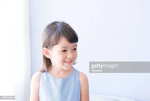 girl standing on bed - 4歳から5歳 ストックフォトと画像