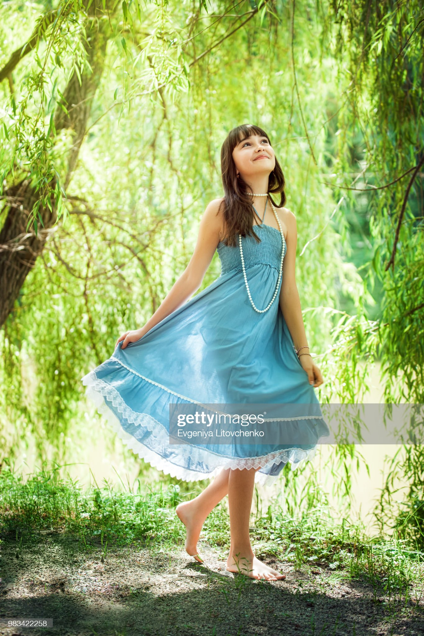https://media.gettyimages.com/photos/girl-staying-near-a-osier-picture-id983422258?s=2048x2048