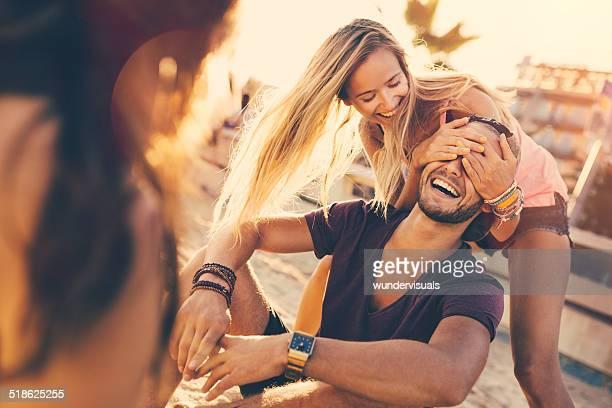 Mädchen überrascht Guy