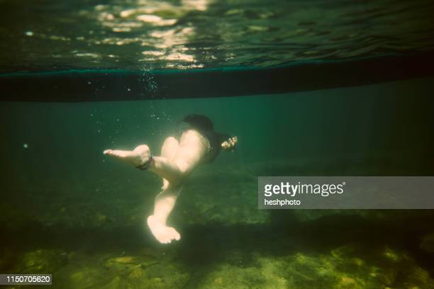 girl swimming underwater - heshphoto stock pictures, royalty-free photos & images