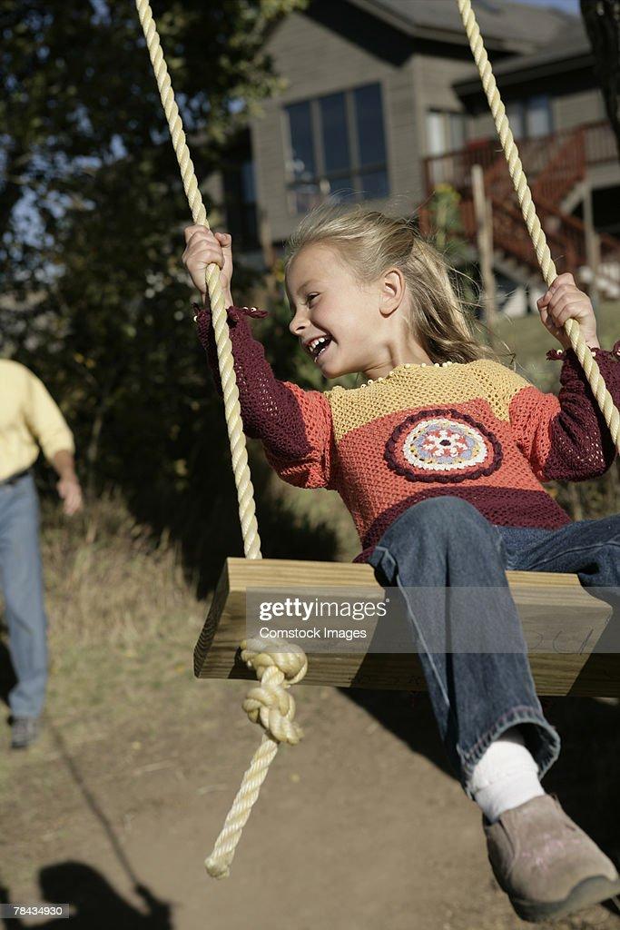 Girl swinging : Stockfoto