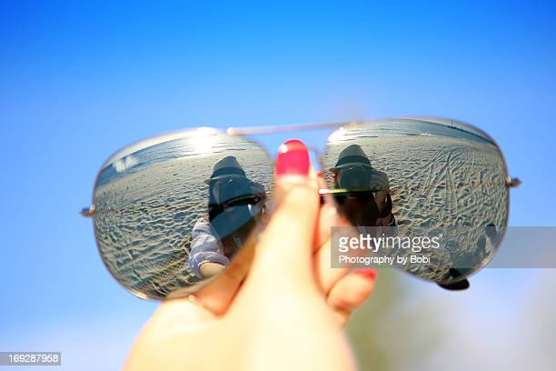 girl take pictures of herself in the sunglasses