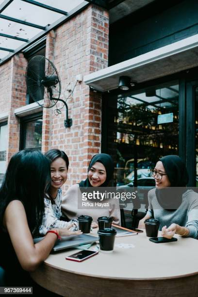 girl talk after discussion - rifka hayati stock pictures, royalty-free photos & images