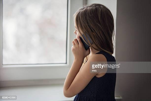 girl talking on cell phone - ein mädchen allein stock-fotos und bilder