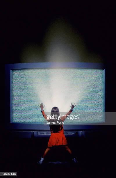 girl (6-8) touching television screen - 大型テレビ ストックフォトと画像