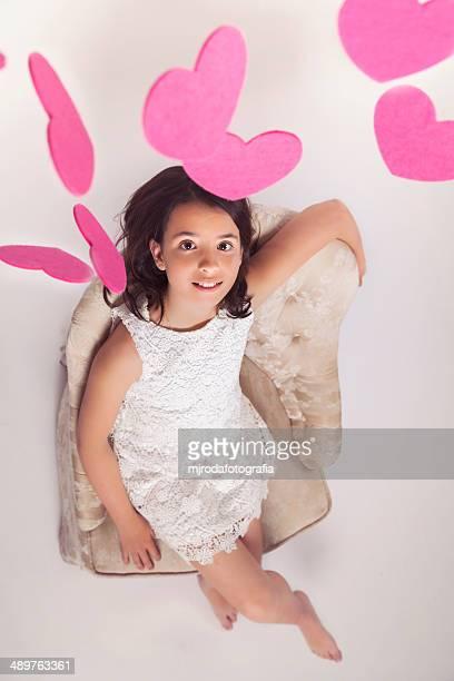 girl under pink hearts - mjrodafotografia fotografías e imágenes de stock