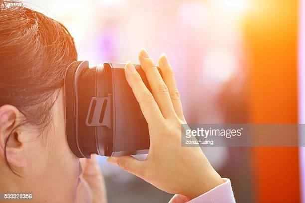 Mädchen mit Virtuelle Realität Gläser