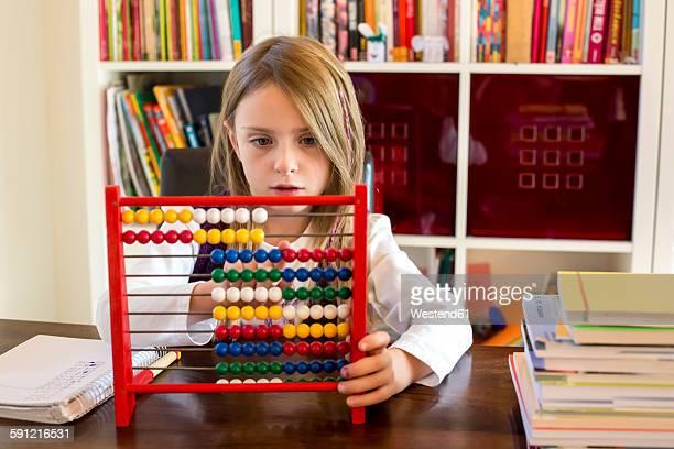 girl using abacus at home - abaco imagens e fotografias de stock