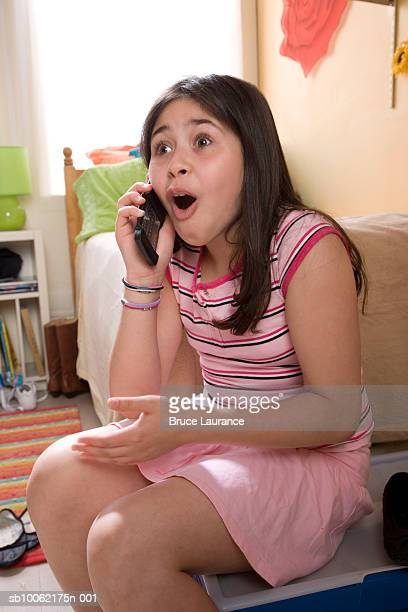 girl (10-11) using mobile phone, mouth open - girls open mouth stockfoto's en -beelden