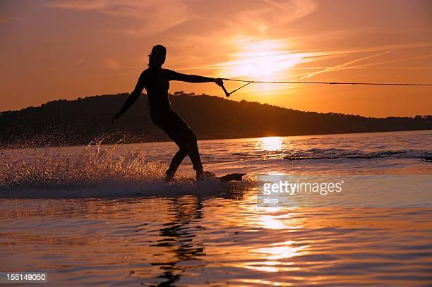 fille aquaplane à la côte d'azur - côte d'azur photos et images de collection