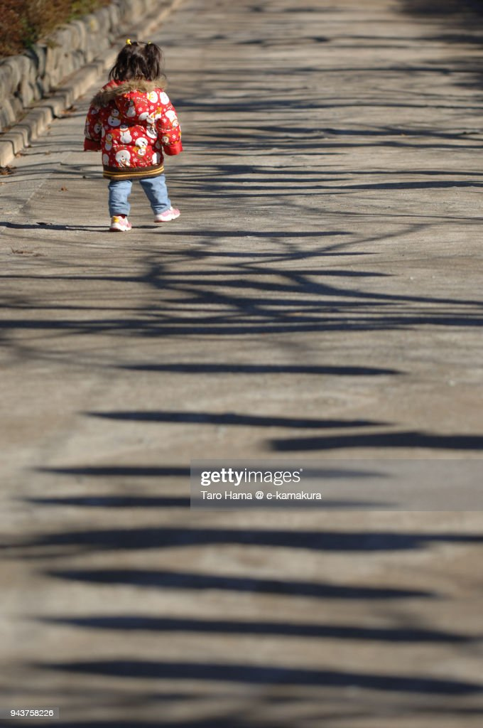 A girl walking on the street in Kamakura in Japan : ストックフォト