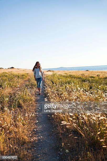 girl walking through path at seaside, oland, sweden - エーランド ストックフォトと画像