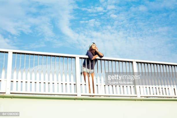 a girl watching far from the top of the bridge - yusuke nishizawa stock pictures, royalty-free photos & images