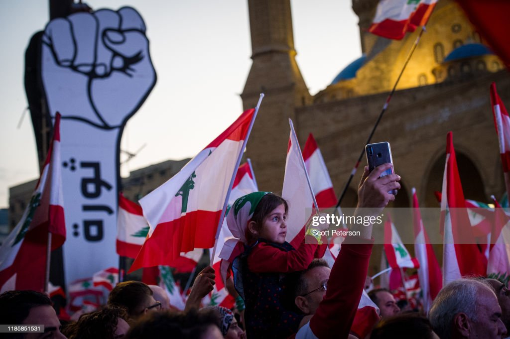 Lebanese Protesters Call For End to Sectarian Government At Beirut Rally : Nieuwsfoto's
