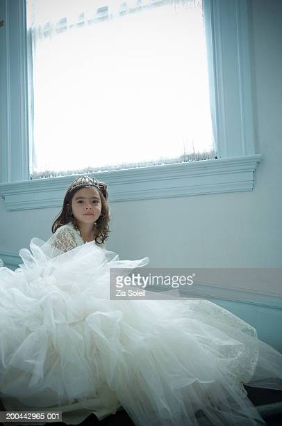 girl (4-6) wearing bridal gown and tiara, portrait - tulle netting stock pictures, royalty-free photos & images