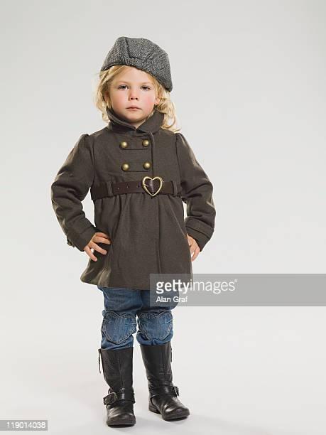コートと rainboots 着ている少女