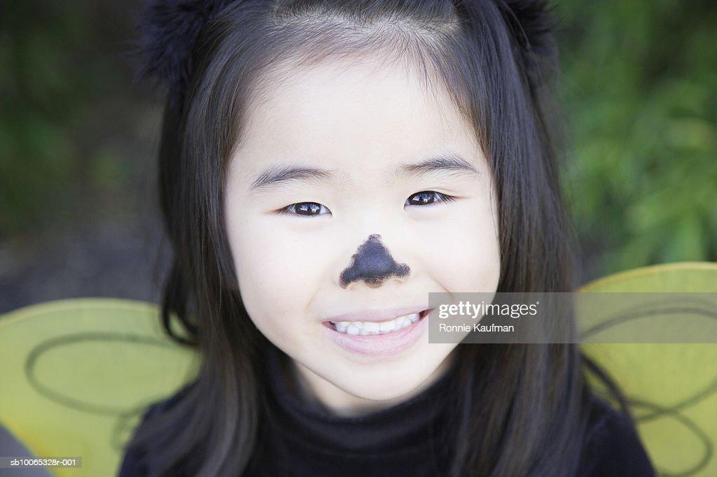 Girl (4-5) wearing fancy dress costume, close-up : Foto stock