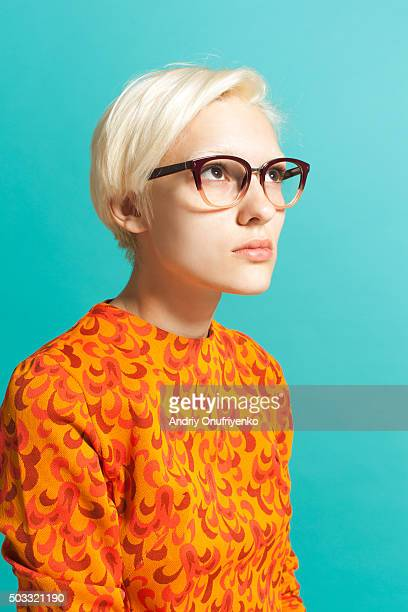 girl wearing glasses - wegkijken stockfoto's en -beelden