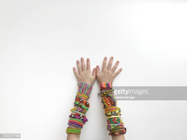 girl wearing homemade colorful loom bracelets - brazalete pulsera fotografías e imágenes de stock