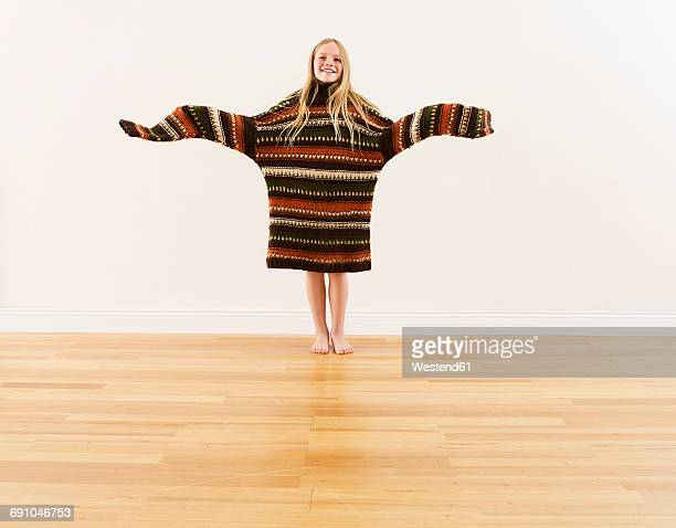girl wearing oversized knit pullover - little girls with no clothes on stock photos and pictures