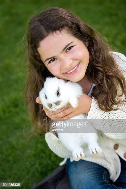 Mädchen mit einem Hasen