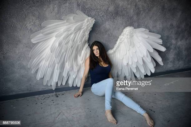 girl with angel wings - ange photos et images de collection