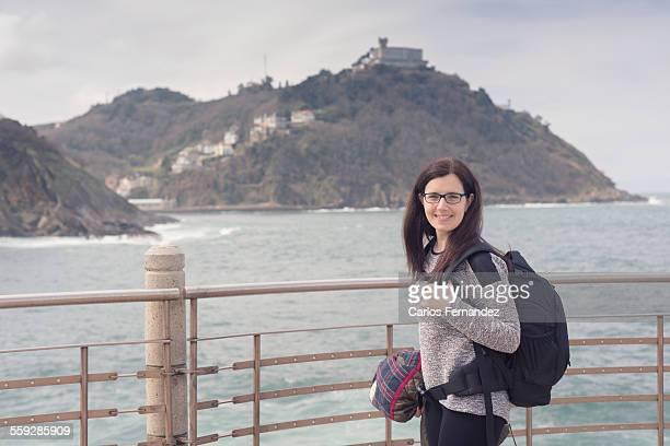girl with backpack - uferpromenade stock-fotos und bilder