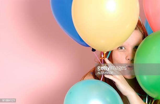 Fille avec des ballons