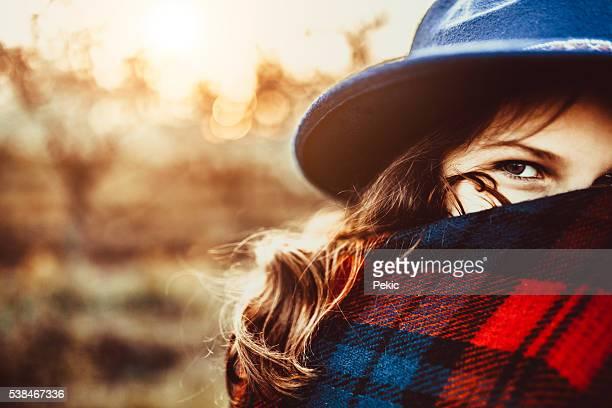 Girl with big hat and beaytiful eyes