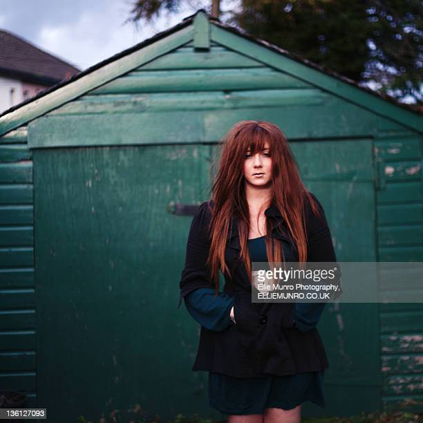 girl with brown hairs standing front of hous - ellie brown stock pictures, royalty-free photos & images