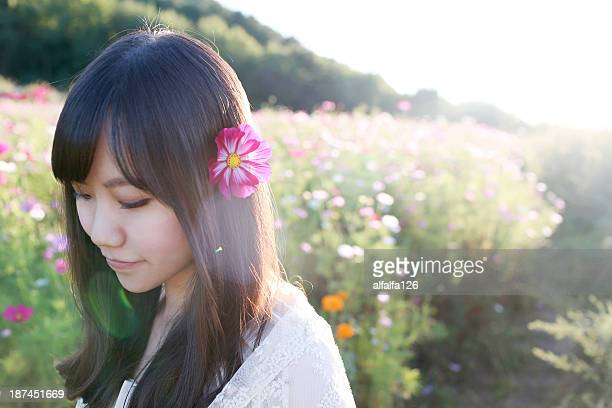 girl with cosmo - 白のドレス ストックフォトと画像
