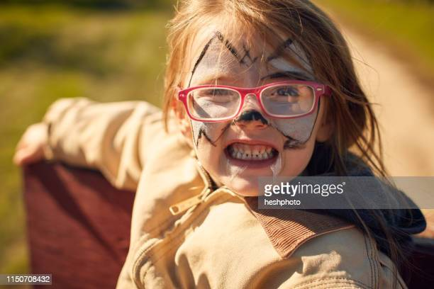 girl with face painted - heshphoto photos et images de collection