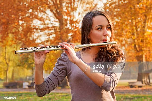 Fille avec flûte