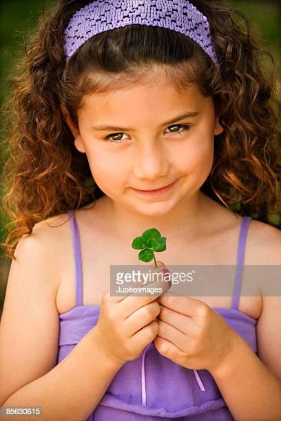 girl with four-leaf clover - 4 leaf clover stock-fotos und bilder