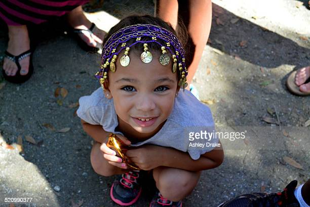 girl with gypsy head band - girl band stock pictures, royalty-free photos & images
