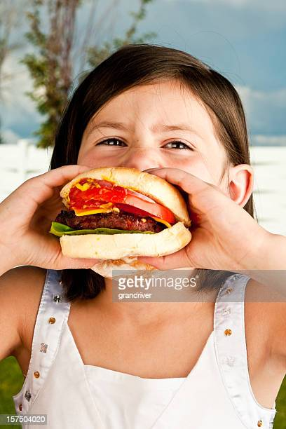 Fille avec Hamburger