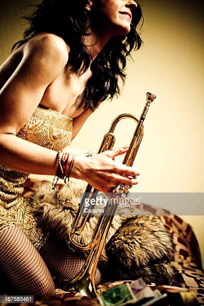 Mädchen mit ihrem Trompete