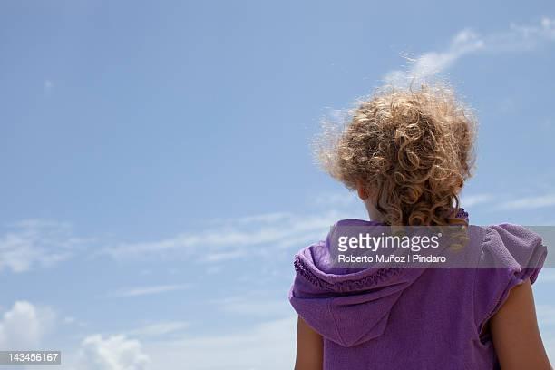 girl with hooded top - roberto ricciuti foto e immagini stock
